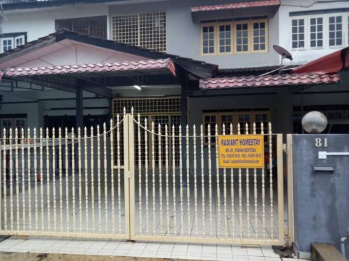 RADIANT HOMESTAY, Manjung