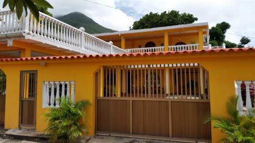 Casa Mirna, Díaz