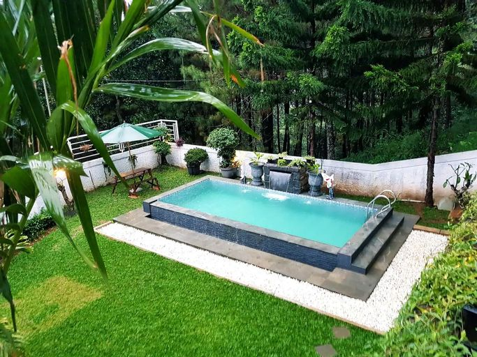 Villa Ry Puncak 4BR with Private Pool, Bogor