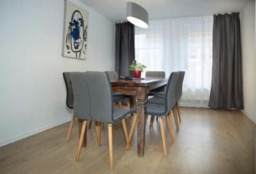 H& Apartments im Herzen der Stadt geraumig ruhig zentral mit Kuche und Esstisch, Vorpommern-Greifswald
