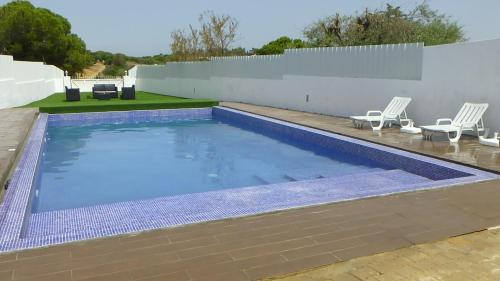 Algarve, 3 bedroom house with pool, in Porches, Lagoa