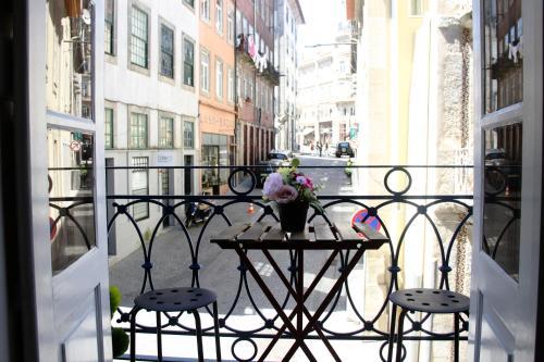 Clerigos Cozy Balcony with self check in, Porto