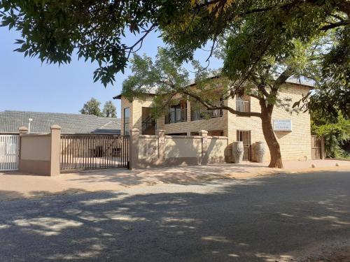 Huis van Seisoene, Dr Kenneth Kaunda