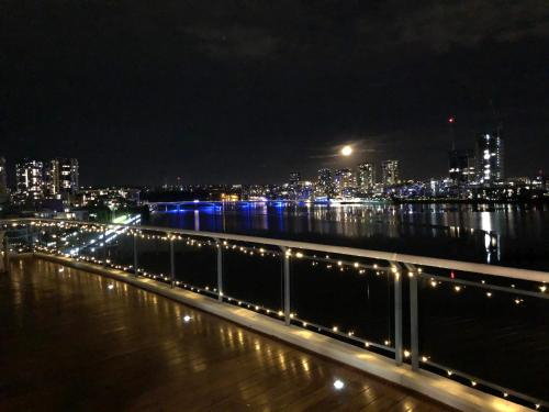 Luxury Penthouse 180Degree waterview PRIVATE DECK Sydney Olympic Park, Auburn