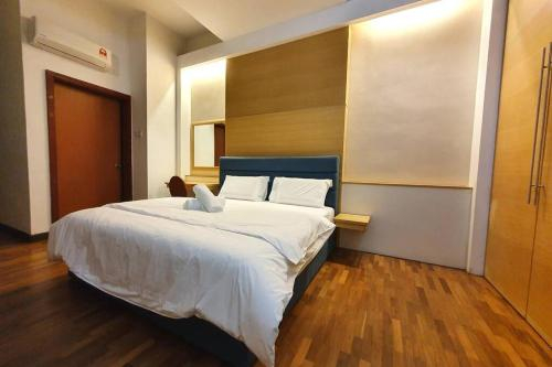 THE HERITAGE SERVICED RESIDENCE [THE MINES] HOMESTAY Studio 3Pax, FREE WIFI View calendar, Kuala Lumpur