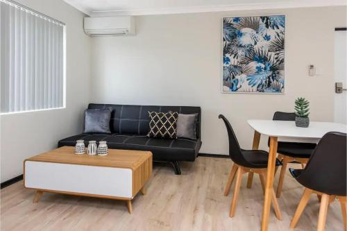 Bright 1 Bedroom Apartment close to Foreshore and CBD, South Perth
