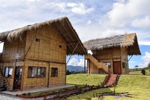 Sara Lodge, Cotacachi