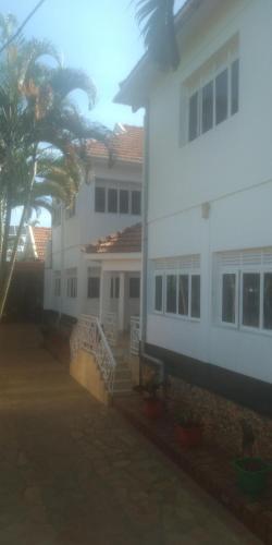 Lux motel, Buikwe