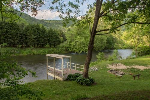Along the River Cottage, Jackson