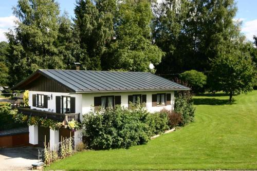 """Ferienwohnung Haus """"Hirschgarten"""", Regen"""