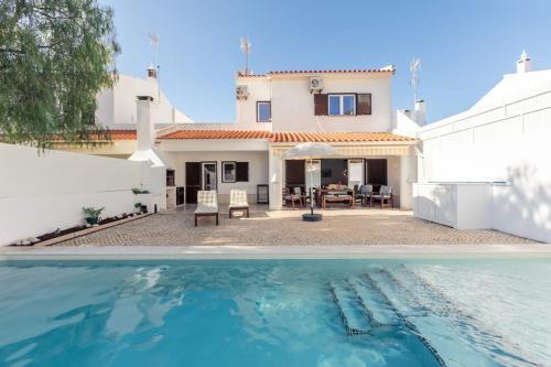 Vitamin Sea-Resort Style Family Beach Villa with pool, Castro Marim