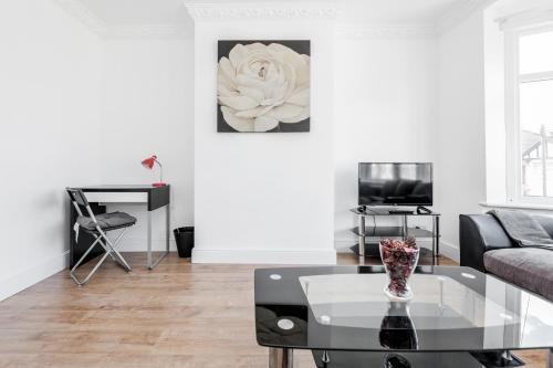 CONEN Regarth Apartment, London
