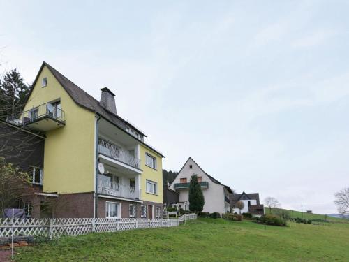 Cozy Holiday Home situated in Niedersalwey with Pond, Hochsauerlandkreis