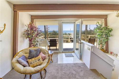 Oasis Beach House, 2 Bedrooms, Sleeps 6, Beach Front, HDTV, WiFi, Flagler