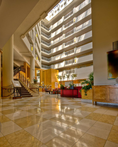 Hilton Santa Monica Hotel & Suites (Pet-friendly), Los Angeles