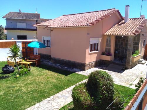 Beach house with garden, Sintra