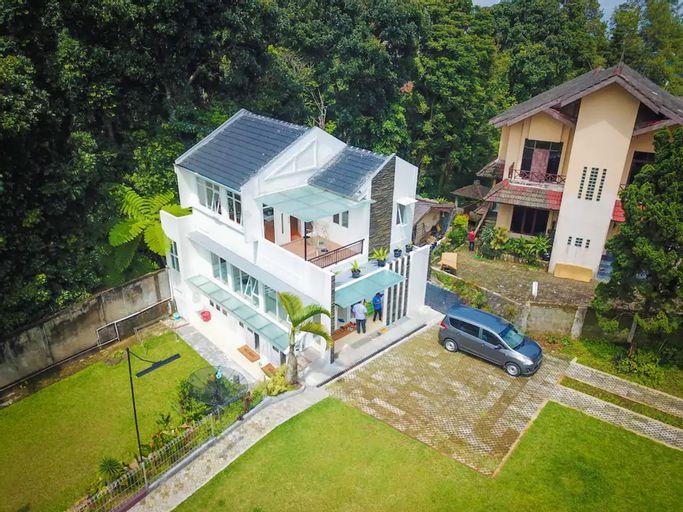 Villa Mandalagiri Puncak 4BR with Private Pool, Bogor