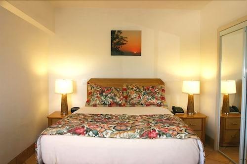 Grace Bay Suites,