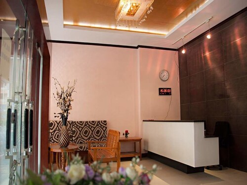 Le Platinum Inn, Khlong San