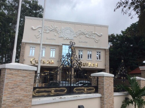 Cubana Suites, Bwari