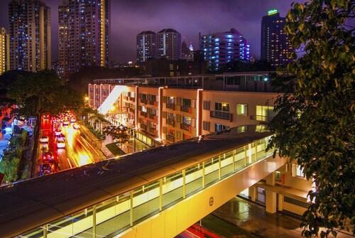 RedDoorz near Tiong Bahru Road, Singapore River