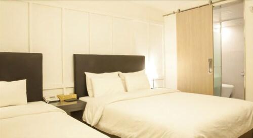 Twobein Hotel, Guri