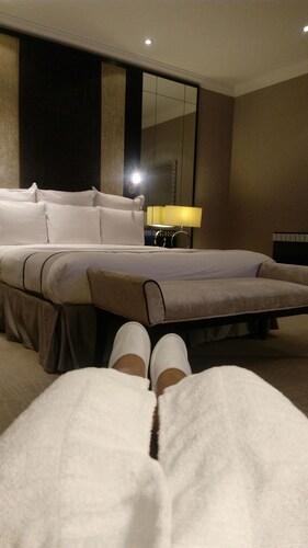 Elmar's 2-Bedroom Condo @ One Shangri-La Place, Pasig City