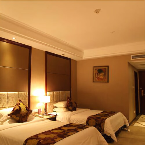 Four Seasons Moon Hotel, Liangshan Yi