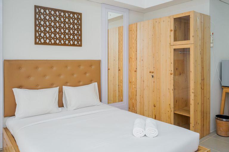 Cozy and Minimalist Studio Altiz Bintaro Plaza Apartment By Travelio, Tangerang Selatan