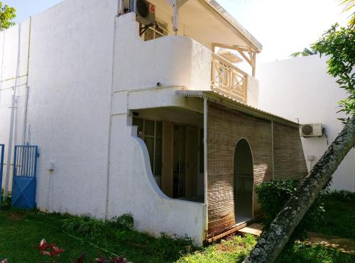 House with 3 bedrooms in Trou aux Biches with shared pool enclosed garden and WiFi 2 km from the bea,