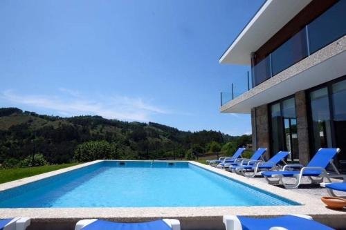 Villa with 4 bedrooms in Vieira do Minho with wonderful mountain view private pool furnished garden , Vieira do Minho