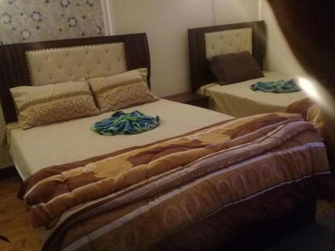 Nile Plaza Hostel, 'Abdin