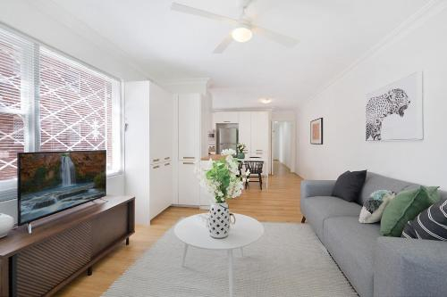 Charming parkside apartment in quiet area, Ashfield