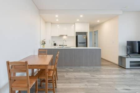 Nice and Clean Apartment with Free Wifi and Netflix, Bankstown - North-East