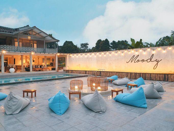 Villa Holy - Travelholic in Behind Nature, Bogor