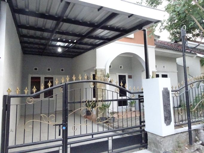 Villa Adenium, Holiday Home, Bantul