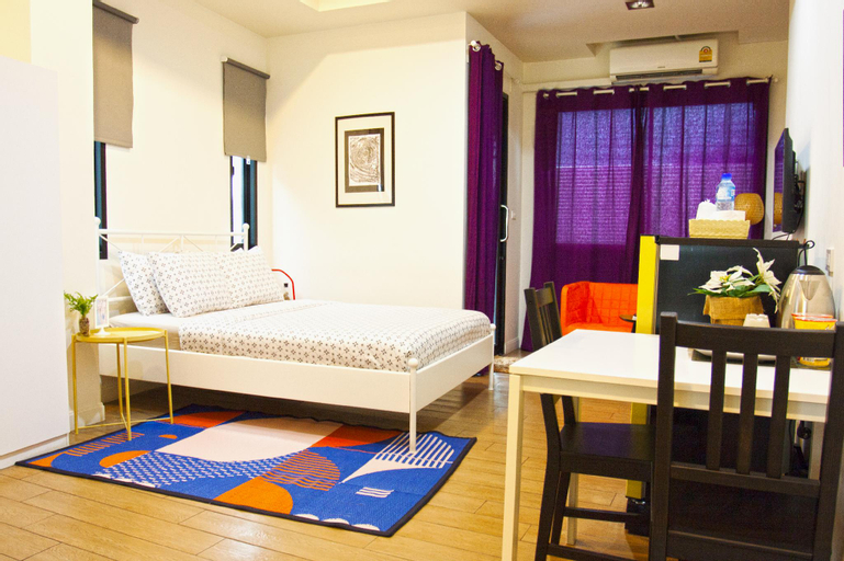 Grand Deluxe studio room in 26 bed and coffee, Muang Chon Buri