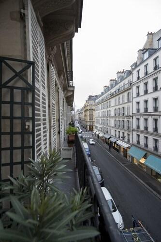 Charming Bonaparte, Paris