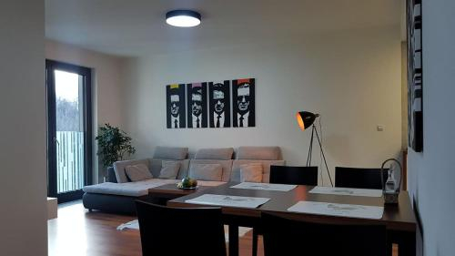 Modern quiet apartment, 10 mins to the city centre, Praha 3