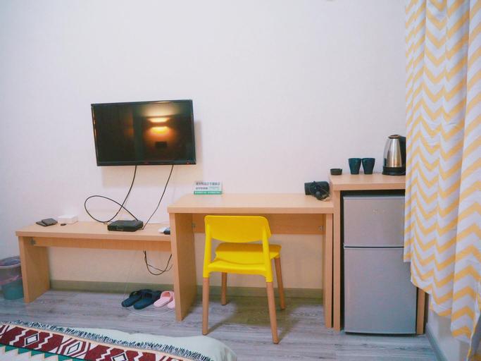 No.9 Warm single room set at urban subway entrance, Nanjing