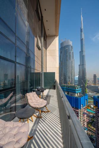 Fantastay Spacious 3 BDR plus maids with Burj Khalifa View,