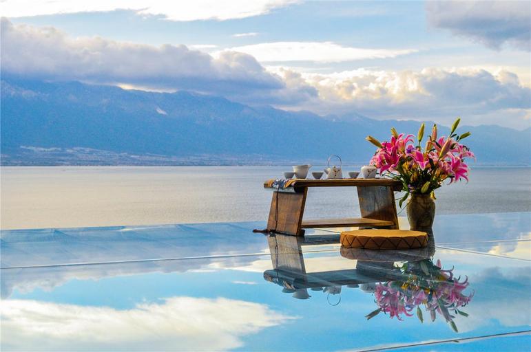 "DALI洱海海景别墅""天空之镜""花园房临洱海近机场(免费接送机场), Dali Bai"
