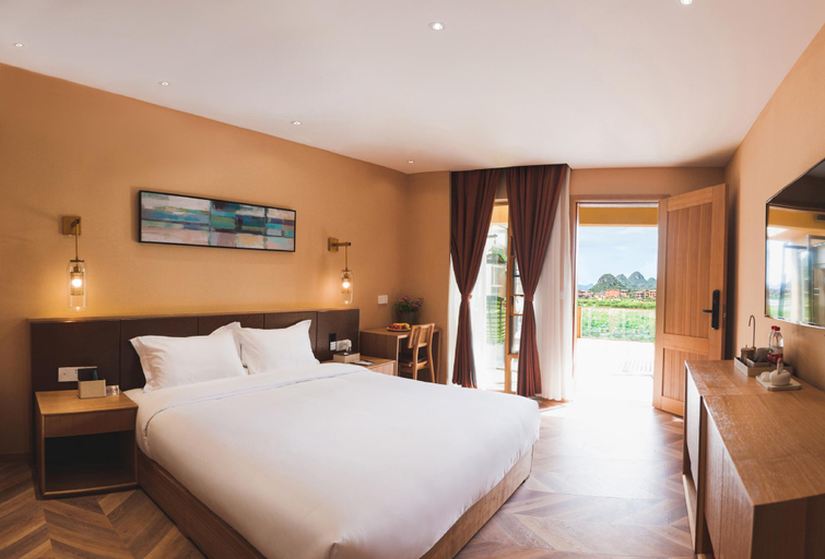Big bed room with lake view, Anqing