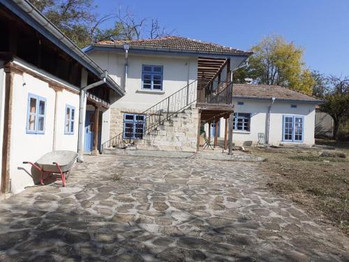 Vrijstaande woning met grote tuin, Popovo