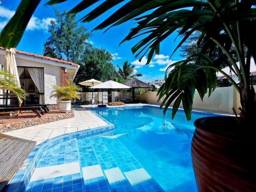 House with 5 bedrooms in Machabee with wonderful mountain view shared pool enclosed garden 400 m fro,
