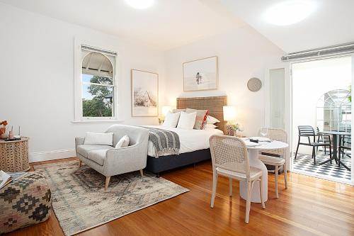 Modern and Cosy Inner West Apartment, Marrickville
