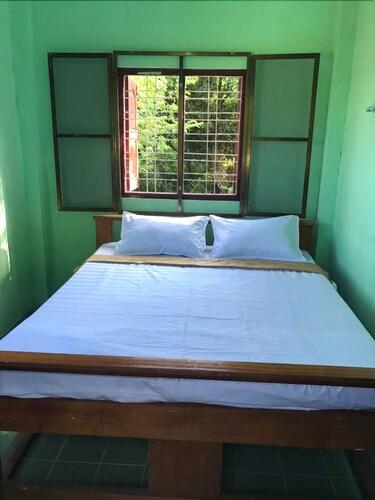 Uk Bed & Breakfast - Hostel, Bassein