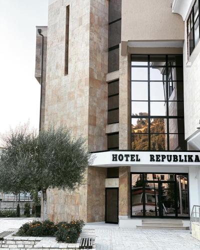 Hotel Republika Berat, Beratit