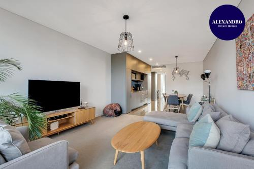 STYLISH CAMPERDOWN APARTMENT and PARKING INC, Marrickville