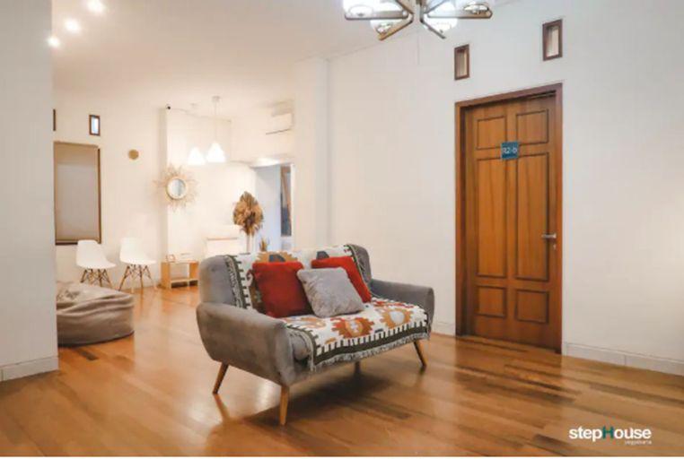 StepHouse (6 Bedrooms 7minutes to Maliboro), Yogyakarta